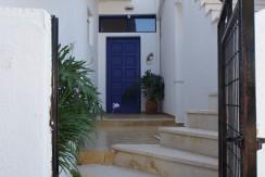 Renovert landsbyhus med to leiligheter i Kalo Chorio.