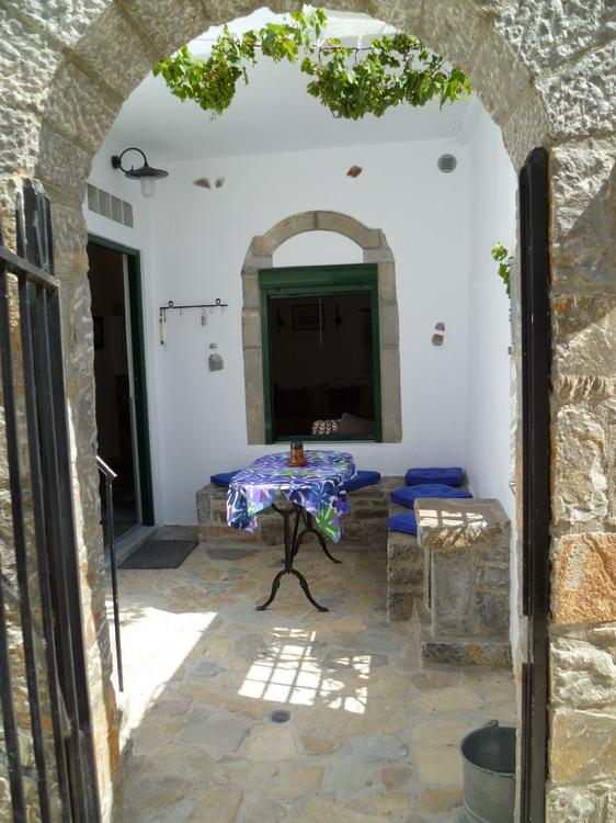 Pent renovert landsbyhus i pittoreske Limnes.
