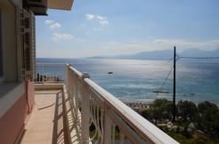 Fantastisk beliggenhet i Almirossbukten. Villa med fem soverom, stor terrasse og nydelig sjøutsikt.