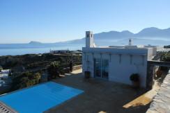 Villa i Istro med tre soverom, basseng og sjøutsikt.