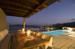 Luksusvilla med nydelig sjøutsikt og privat adkomst til sjøen.