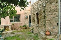 Delvis renovert landsbyhus på sørsiden av Kreta.
