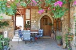 Nydelig hus i Plaka/Elounda 500m fra sjøen. Hage med 14 oliventrær.