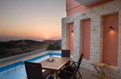Flott beliggende rekkehusleilighet i landsbyen Horafakia, 8km fra Chania flyplass.