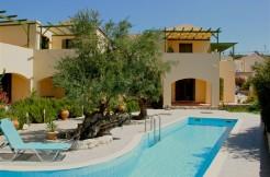 Flotte leiligheter med felles basseng i Gavalochori, ikke langt fra Almyrida.