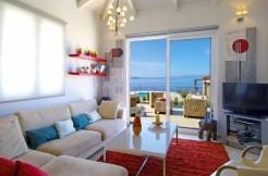 Nydelig villa med 4 soverom, EOT, privat basseng, uendelig sjøutsikt og felles tennisbane. 1 km fra stranden.