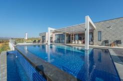 Luksusvilla med 5 soverom og fantastisk sjøutsikt. Ti km fra flyplassen i Chania.
