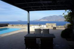 Villa i kompleks bestående av tilsammen 25 villaer. Eget basseng og nydelig sjøutsikt.