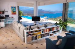 Flott villa med nydelig panoramautsikt, stort basseng, gjeste suiter, garasje og opparbeidet hage.