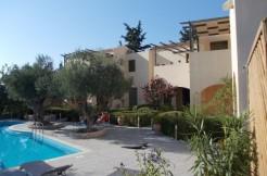 Flott leilighet med delt basseng i koselige Gavalochori.