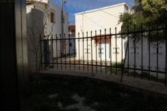 Delvis renovert landsbyhus i Plaka, 20 % gjenstår.